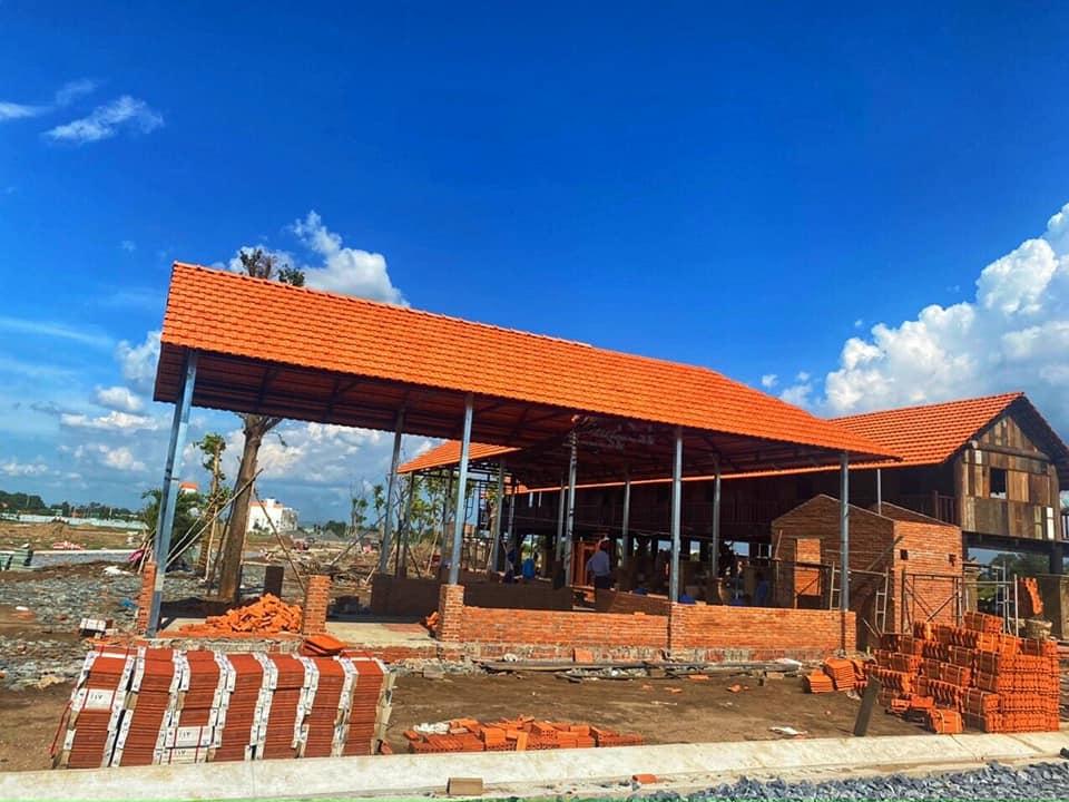 Quán cafe nhà sàn mang đến cho KDC Long Cang một vẻ đẹp hoàn mỹ, được cấu thành từ sự chỉn chu, sự trau chuốt và một vẻ đẹp có tổ chức