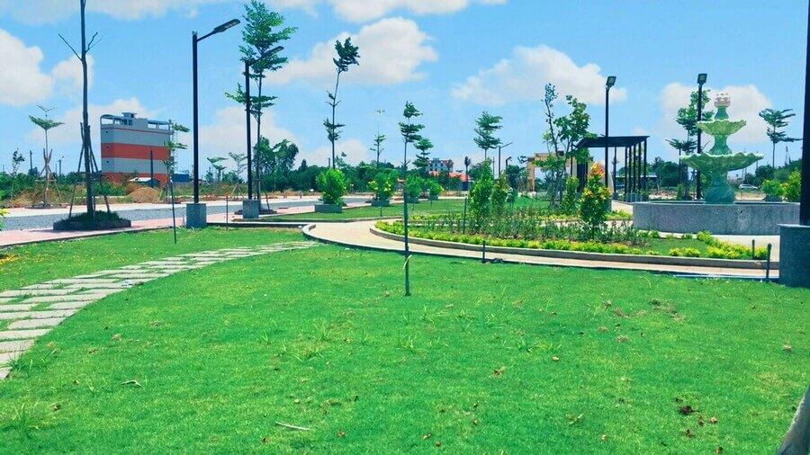 Không gian sống xanh ngập tràn cỏ cây hoa lá cùng khí hậu quanh năm mát mẻ chính là yếu tố chính ảnh hưởng tới quyết định xuống tiền của nhiều khách hàng